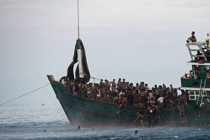 """Rohingyas, """"les damnés de la mer""""."""
