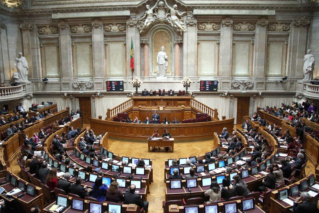 L'adoption légalisée pour les couples homosexuels au Portugal