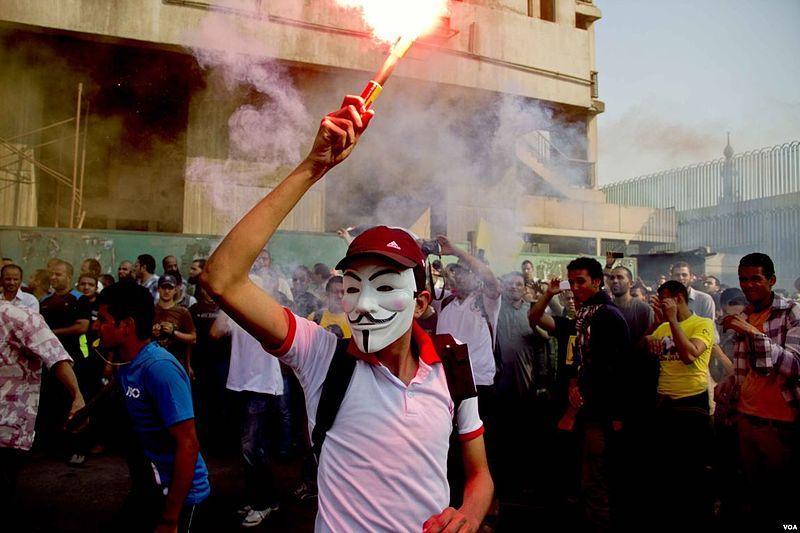 La dégradation de la situation sécuritaire dans l'ère postrévolutionnaire. L'embrasement: des contestations qui se muent en révolutions (2/3)