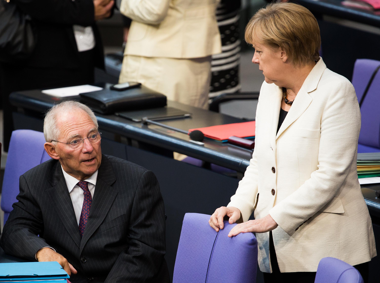 Angela_Merkel,_Wolfgang_Schäuble_(Tobias_Koch)_2.jpg