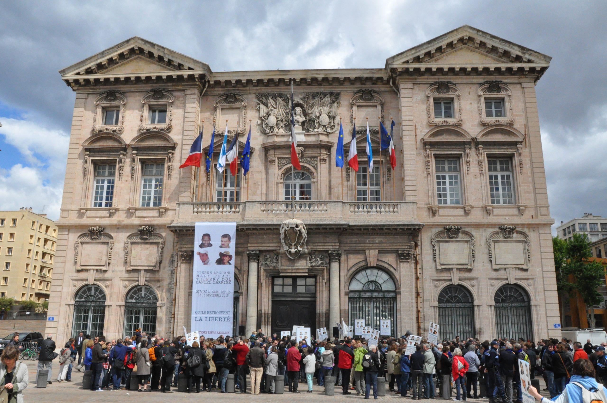 Faut-il payer les rançons des otages français ?
