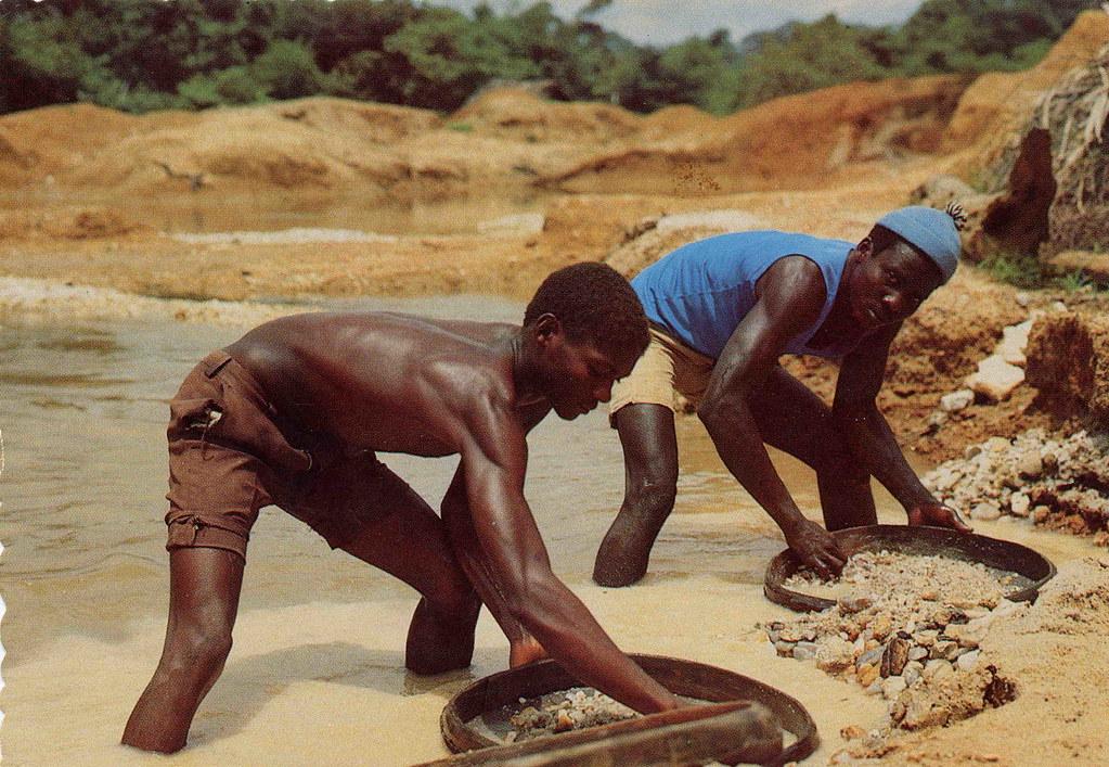 """Les """"diamants du sang"""" : symbole du lien entre conflits et ressources en Afrique"""