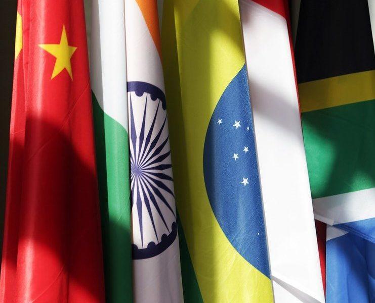 Pourquoi un pays change-t-il de drapeau ?
