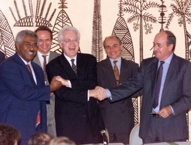 La signature des accords de Nouméa : un tournant majeur des relations entre la France et la Nouvelle-Calédonie ?