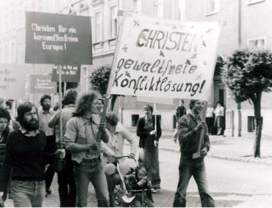 L'Église sous la dictature: dilemme entre soumission et opposition